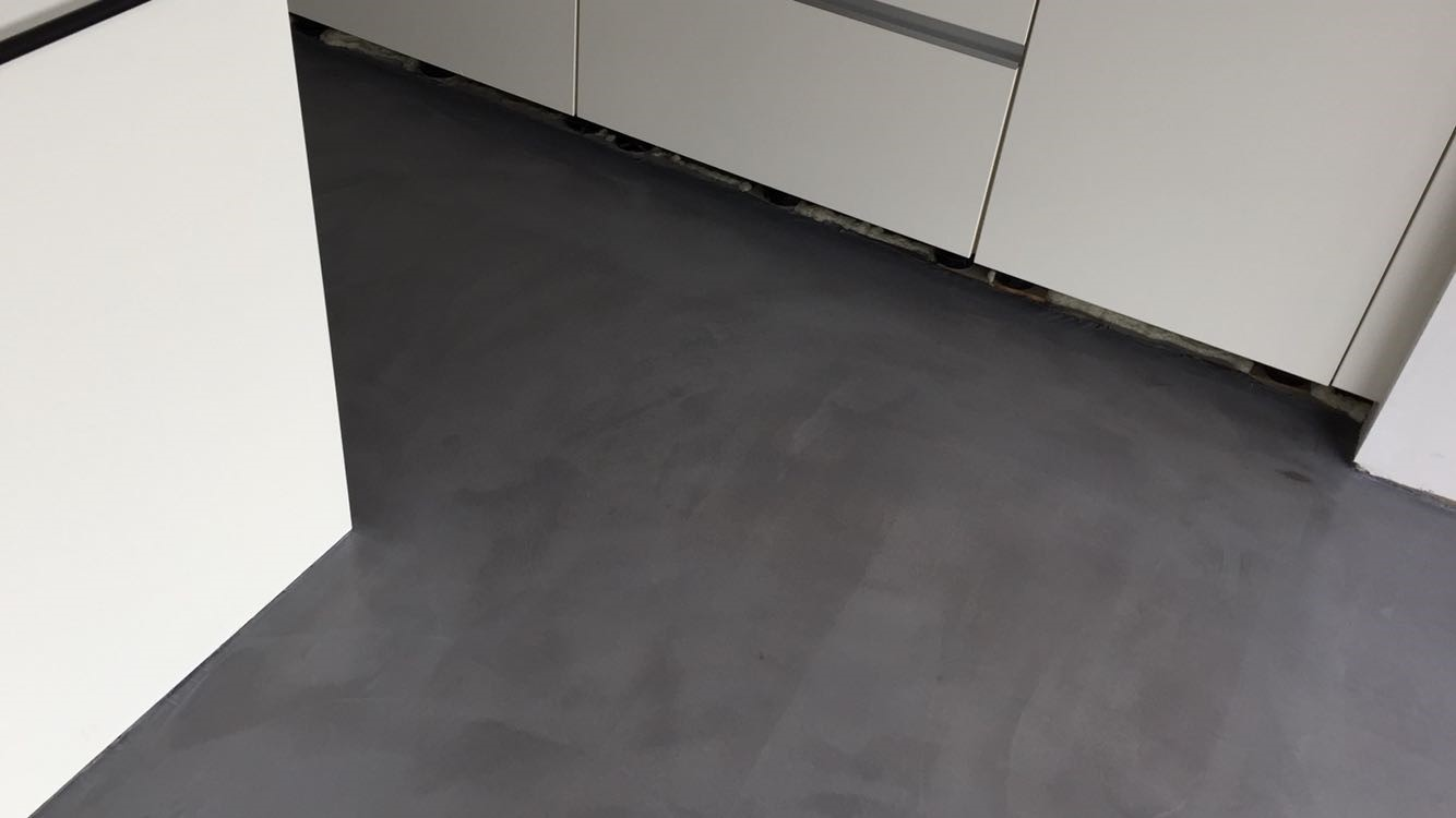 Zwart Betonvloer Keuken : Leef beton keukenvloer u2013 waterdichte betonlook vloer voor in de keuken