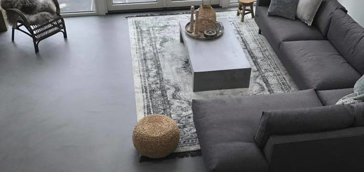 Leef beton woning betonlook vloer en wand woonkamer - Betonlook wand ...